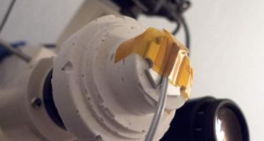 Improvisierte Auflichteinrichtung für Mikroskope