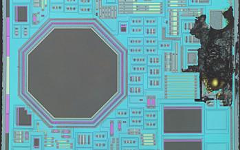 Blick auf den Chip: Toslink Empfänger Sharp GP1FAV51RK0F – Hochaufgelöstes Panorama.